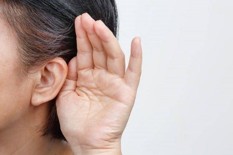 ناشنوایان و چالش های زندگی در جهان شنیداری